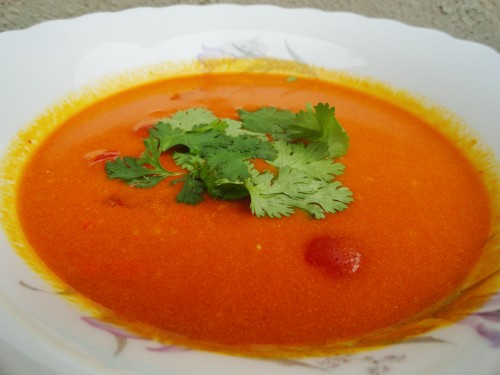 Indická rajčatová polévka s koriandrem