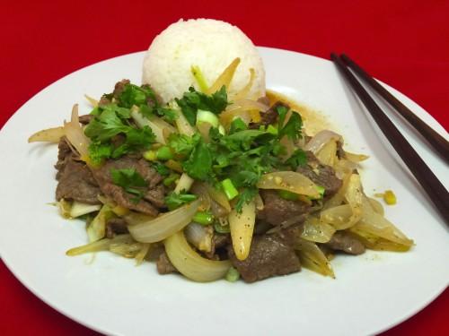 Dušené hovězí cibulí – Thịt bò xào hành tây